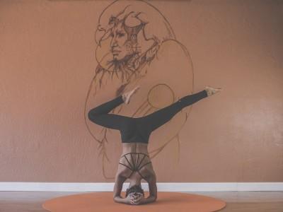 A böjt egyik fontos és hatékony eleme lehet a jóga, amit akár naponta végezhetünk.