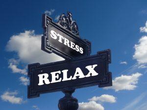 Munkahelyi stressz - munkahelyi stressz következményei , míg az egyik dolgozót a kihívások ösztönzik, addig a másik munkavállalót csak stresszhelyzetbe hozza